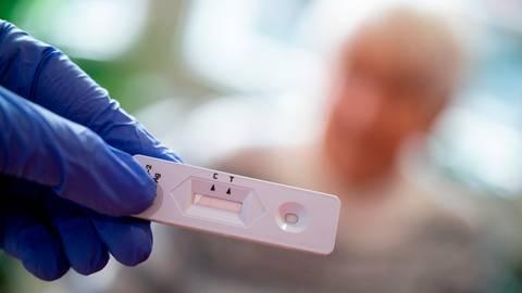 Im Mörlenbacher Bürgerhaus öffnet ein Testcenter. Dort werden Antigen-Schnelltests durchgeführt. Ein Termin ist Pflicht. Foto: dpa