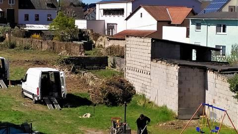 Mit mobilen Bohrgeräten wird der Untergrund des Thornschen Geländes in Frei-Weinheim untersucht. Foto: Sigrid Kaselow