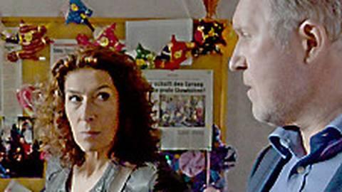 Tun sie's oder tun sie es nicht? Bibi Fellner (Adele Neuhauser) und Moritz Eisner (Harald Krassnitzer) sind frustriert. Und lassen es bleiben.  Foto: ARD Degeto/ORF/Petro Domenigg