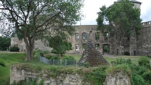 Reste der Stadtburg Andernach, Blick von Südost. Fotos: Holger Weinandt