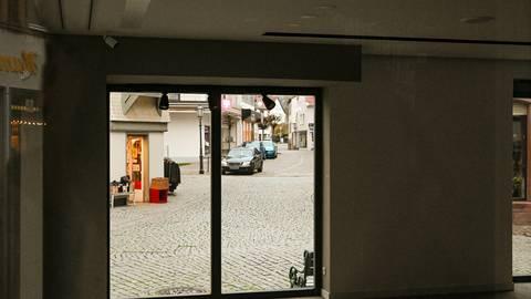Es wird still: Ab Mittwoch müssen Geschäfte schließen, die nicht zum Decken des täglichen Bedarfs dienen (Bild aus Michelstadt). Im Odenwaldkreis könnten erste Einschränkungen bereits ab Dienstag gelten, weil die Inzidenz weiter über 200 liegt. Archivfoto: Dirk Zengel