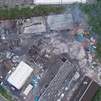 Die Luftaufnahme zeigt das ganze Ausmaß des Großbrandes auf dem Firmengelände des Recyclingsunternehmens in Diez.  Foto: Kreisverwaltung Rhein-Lahn-Kreis