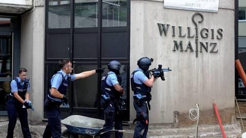 Polizeibeamte probten in diesem Jahr eine Amoklage am Mainzer Willigis-Gymnasium. Archivfoto: hbz / Jörg Henkel