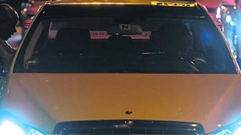 Ein weiteres Mal hat ein Wiesbadener Taxifahrer die Situation mit einer Frau zu einem sexuellen Übergriff ausgenutzt. Foto: dpa