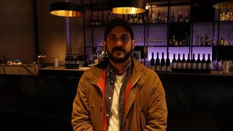 """Das Daylight-Video zum Song """"Life as you know it"""" gibt Betroffenen der Pandemie ein Gesicht, hier Gastronom Veli Ivecen vom Restaurant Le Bonbon. Foto: Daylight"""