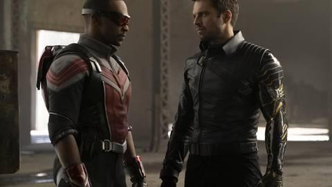 Falcon (Anthony Mackie, links) ist genervt, Winter Soldier (Sebastian Stan) ständig schlecht gelaunt. Foto: Disney