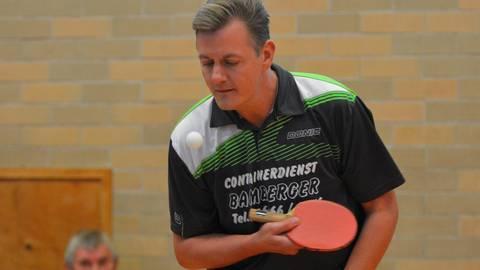 Alexander Schenk gewinnt bei Dautphetals 11:1-Sieg gegen Weidenhausen seine beiden Partien in fünf Sätzen.  Foto: Marco Rauch