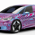 Noch ist der VW ID.3 unter einem Tarnkleid verborgen. Das ändert sich erst bei der Weltpremiere des Stromers bei der Automesse IAA in Frankfurt. Foto: Volkswagen