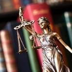 """Im Prozess gegen einen 60-Jährigen, der seine Ex-Freundin ermorden wollte, kommen merkwürdige Details zur Sprache. """"Drehbuchreif"""", sagt der Richter. Symbolfoto: fotolia"""