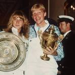Steffi Graf und Boris Becker mit ihren Wimbledon-Trophäen. Archivfoto: dpa