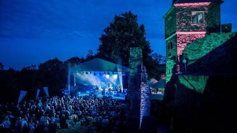 Das Frankenstein Kulturfestival lockte zuletzt 2019 zahlreiche Besucher in den stimmungsvollen Burghof. Archivfoto: Dieter Keiner