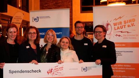 """Der Verein """"Wir sind LAUT"""" spendet 11 000 Euro für den Sozialdienst katholischer Frauen.  Foto: Wirtschaftsjunioren"""