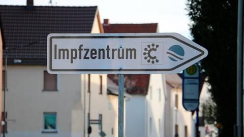 Damit Impfstoff-Reste nicht ungenutzt bleiben, wird im Impfzentrum in Lahnau mit Nachrückerlisten gearbeitet. Archivfoto: Jörgen Linker