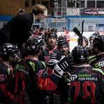 Die Köpfe stecken Trainer und Spieler der EG Diez-Limburg nach Coronafällen im Team in dieser Saison nicht mehr zusammen. Foto: Nicole Baas