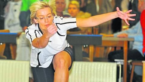 Sehnt die Rückkehr auf die Kegelbahn herbei: KSC-Vorsitzende Christina Williamson. Archivfoto: Uwe Krämer