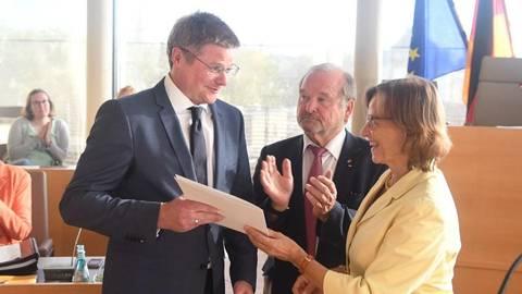 Gießen Parlament Wählt Neidel Zum Bürgermeister