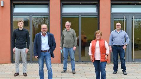 Im Ortsbeirat Hallgarten sitzen (von links): Marius Schäfer, Ortsvorsteher Richard Mayer, Heinz Zott, Ursula Petry und Mario Moos. Foto: DigiAtel/Heibel