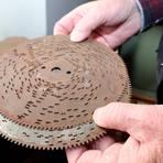 Hierbei handelt es sich um eine Art Schallplatten, die Spieluhren zum Klingen bringen.  Foto: Heike Pöllmitz