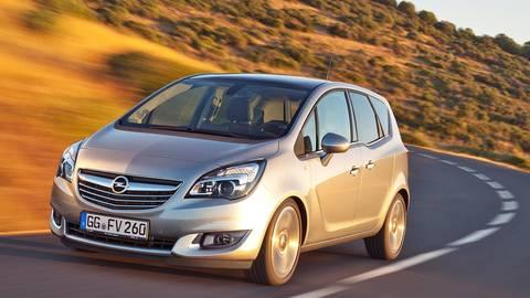 Außen mini, innen Van: Der kleine Opel Meriva bietet seinen Passagieren und deren Gepäck viel Platz. Foto: dpa