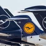 Die Heckflossen von Lufthansa-Flugzeugen. Foto: dpa