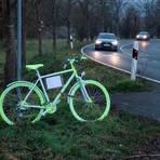 Bald hat es ausgedient, das bemalte Fahrrad. Denn die Gefahrenstelle soll durch eine Ampel entschärft werden. Foto: Klaus-Peter Bender