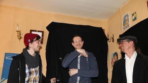 """Das """"Rat Pack"""" der Wetterau: das Improvisationstalent Dominik Rinkart, der leidende Poet Thorsten Zeller und der wortgewaltige Andreas Arnold (v.l.).Foto: Lenz  Foto: Lenz"""