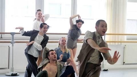 Eine moderne und neo-klassische Tanzsprache steht im Fokus des Balletts. Foto: hbz/Jörg Henkel
