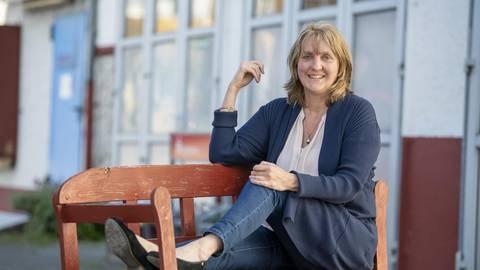 Die in Riedstadt lebende Autorin Britta Röder hat 2011 ihren ersten Roman veröffentlicht. Fürs Schreiben reserviert sie sich feste Zeiten. Foto: Vollformat/Robert Heiler