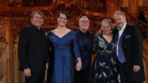 Andreas Schager, Elza van den Heever, Craig Terry, Christine Goerke und Michael Volle im Foyer (v.l.n.r.). Foto: Metropolitan Opera