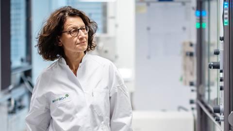 Özlem Türeci ist die andere Hälfte des Wissenschaftlerpaares, das hinter dem Erfolg von Biontech in der Corona-Impfstoffherstellung steht. Foto: Biontech
