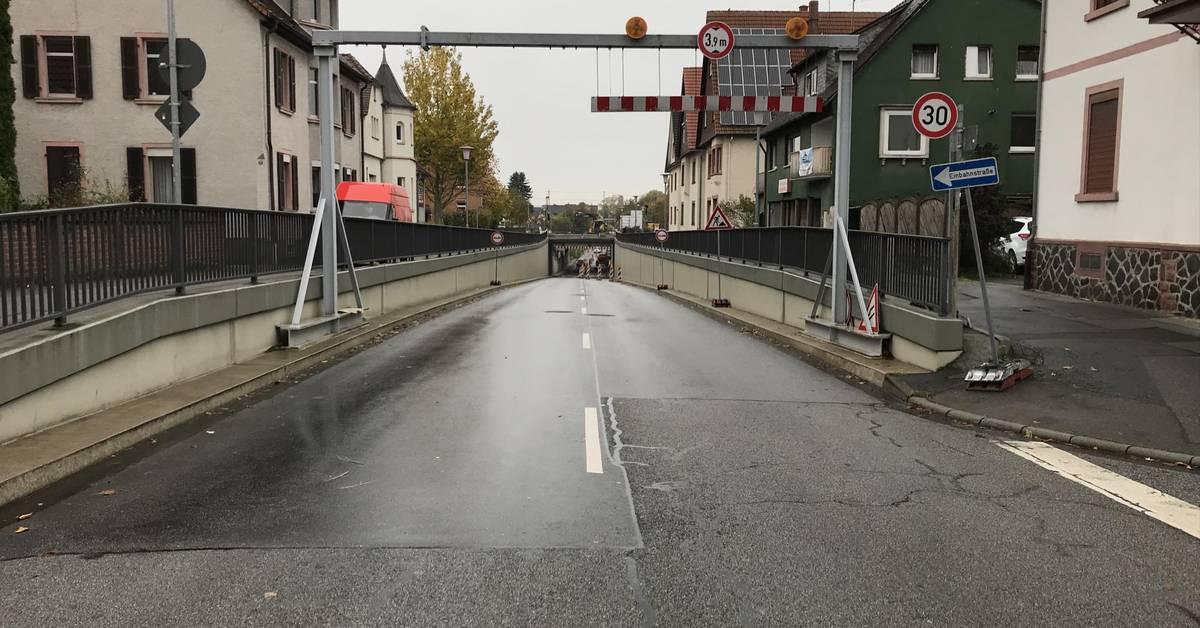 Bahnunterführung in Heppenheim bis Montagfrüh voll gesperrt - Echo Online