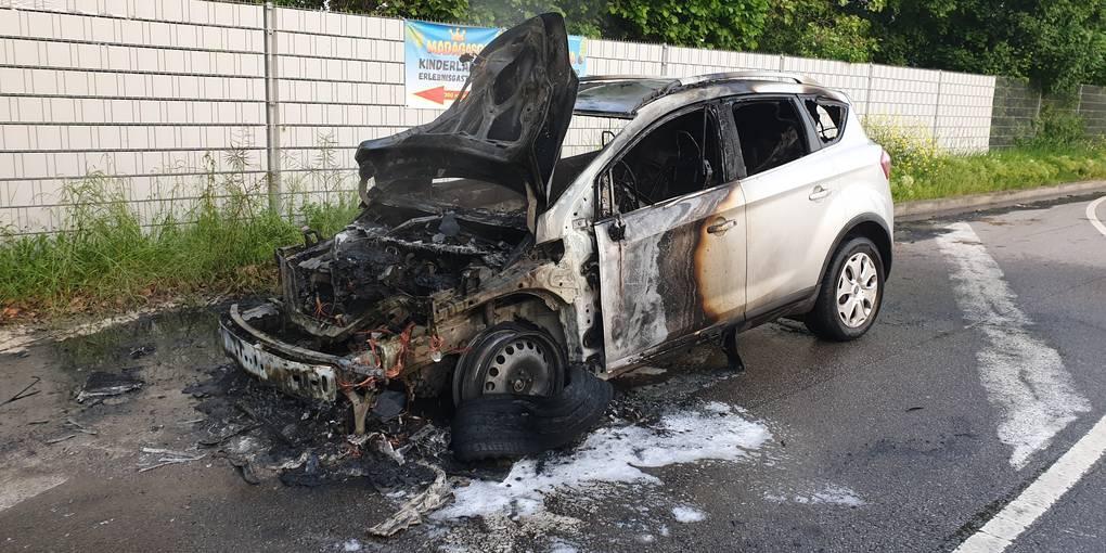 Feuerwehr muss zwei brennende Autos in Bad Kreuznach löschen - Allgemeine Zeitung