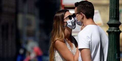 Singles in der Krise: Wenn Dates die einzigen Kontakte sind - ZDFheute