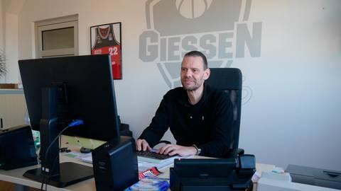 Michael Koch wird als Geschäftsführer und Sportdirektor in Personalunion die Giessen 46ers zum Saisonende verlassen müssen.    Foto:Schepp/Archiv