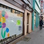 """Eine Aktion, die für Aufsehen sorgt: Homberger Geschäfte verhängen ihre Schaufenster, um auf das """"Innenstadtsterben"""" und den Leerstand aufmerksam zu machen. Das ist zwei Jahre her, das Problem hat weiterhin bestand.  Archivfoto: Gössl"""