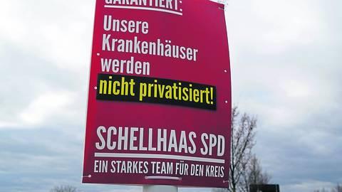 Zur Kommunalwahl am 14. März plakatiert die SPD Darmstadt-Dieburg – wie hier in Griesheim – gegen eine Privatisierung der Kreiskliniken, obwohl dies aktuell von niemandem gewünscht oder gefordert wird. Politisches Statement oder Angstmache? Foto: Thomas Zöller