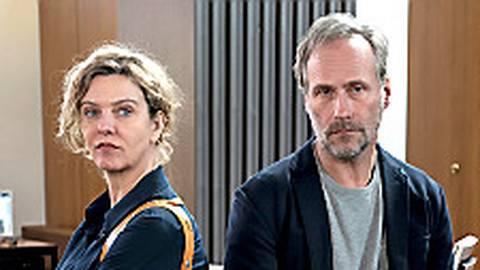 Bleiben spröde: Anna Janneke (Margarita Broich) und Paul Brix (Wolfram Koch).  Foto: HR/Bettina Müller