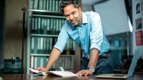 Sprach-Optimist Murtaza Akbar fragt sich: Wann ist nochmal Viertelzwölf?  Foto: Wortwahl