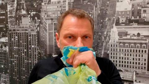 Satire, Provokation oder Zynismus? Tatort-Schauspieler Richy Müller hat seinen Clip für die Aktion #allesdichtmachen mittlerweile aus dem Netz genommen.    Foto: Internetaktion #allesdichtmachen via YouTube/dpa, Ralf Gauck/ GA-Archiv (5)