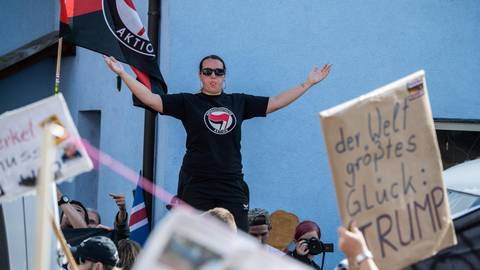 Alles brave Lämmer? Die Opposition hinterfragt die Kontakte von SPD-Politikern ins linksextremistische Lager. Archivfoto: dpa