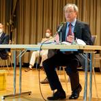 Bernhard Heinz (CDU, rechts) ist alter und neuer Stadtverordnetenvorsteher in Eppstein. Foto: Hendrik Jung