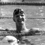 Nach seinen Einzelrennen jubelte Michael Groß noch über Olympiagold, nach der Staffel ist er am Boden zerstört. Archivfoto: dpa