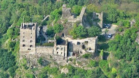 Burg Liebenstein liegt am Fernwanderweg Rheinsteig bei Kamp-Bornhofen.