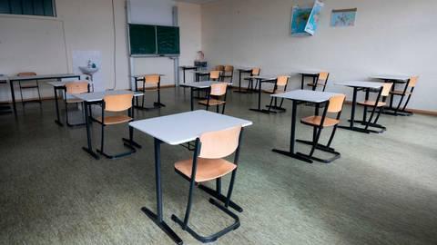 Die hohen Inzidenz-Werte haben lediglich Auswirkungen auf die Vogelsberger Schulen. Diese bleiben geschlossen. Symbolfoto: Stratenschulte/dpa