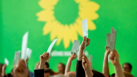 Nach einem Absturz bei den Wahlen 2016 und 2017 verzeichnen die Grünen seither steigende Mitgliederzahlen und etliche Wahlerfolge. Symbolfoto: Daniel Reinhardt/dpa