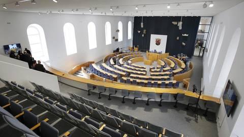 """Im hinteren Bereich der Steinhalle mit dem Plenarsaal-Gestühl soll ein """"Demokratieort"""" eingerichtet werden. Archivfoto: Sascha Kopp"""