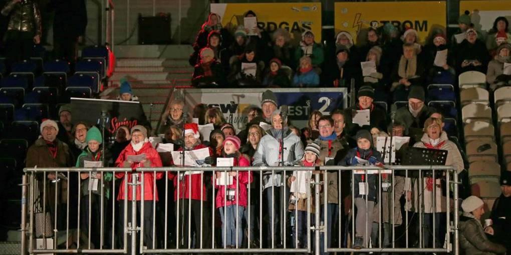 Gute Weihnachtslieder.Kräftige Stimmen Und Gute Stimmung Rund 5000 Menschen Singen In