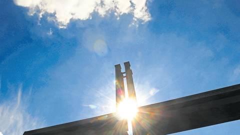 Ob Gottesdienste unter freiem Himmel, digital oder ausgedruckt zum Mitnehmen: Die Vogelsberger Kirchengemeinden hatten sich ein Alternativ-Programm einfallen lassen. Foto: dpa