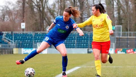 Die Cleeberger Bundesliga-Fußballerin Lara Schmidt (l.) ist nach längerer Pause zurück auf dem Platz. Foto: Imago
