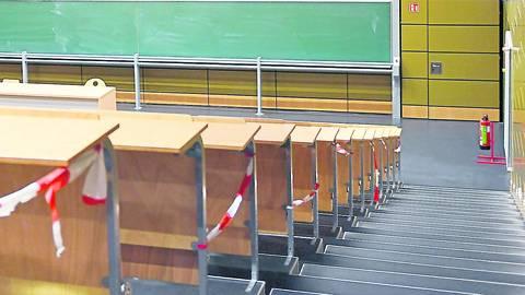 Leere Hörsäle: Obwohl die Hochschule Rhein-Main sich seit Monaten im Notbetrieb befindet, sollen Klausuren nach wie vor in Präsenz stattfinden. Foto: Samantha Pflug